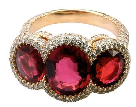 Ювелирные украшения: Кольца и перстни украшенные рубинами (подборка изображений)