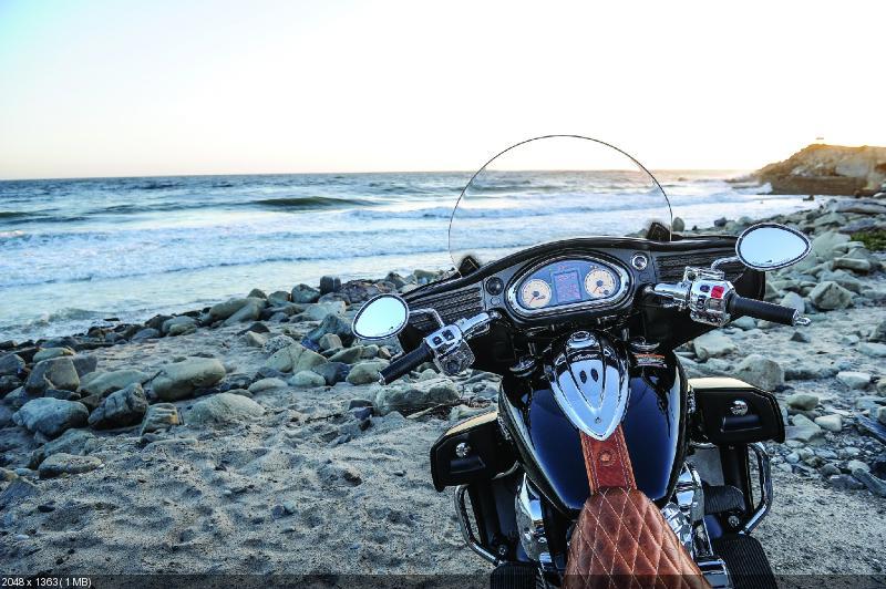 Качественные фотографии Indian Roadmaster 2015