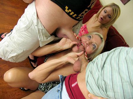Два друга трахнули мамочку и ее доченьку