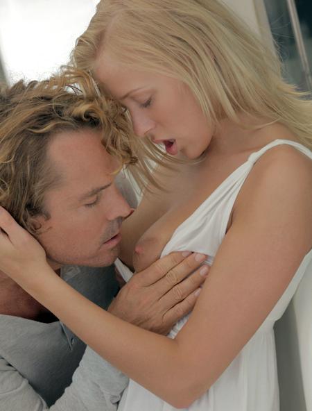 Романтический завтрак с блондой и много спермы
