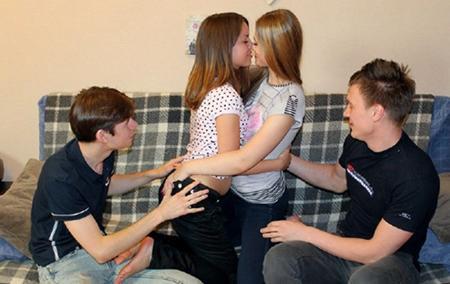 Русские парни меняются девушками