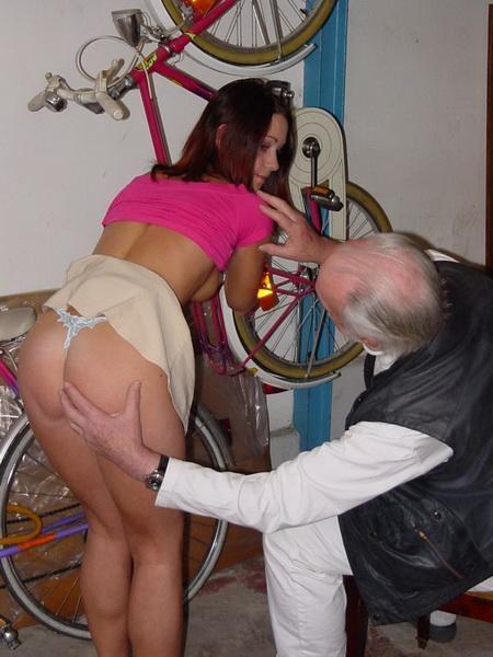 Молодая девушка расплатилась натурой за ремонт