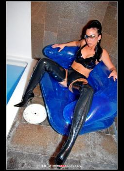 Latex Boot Diva RedOptics.com