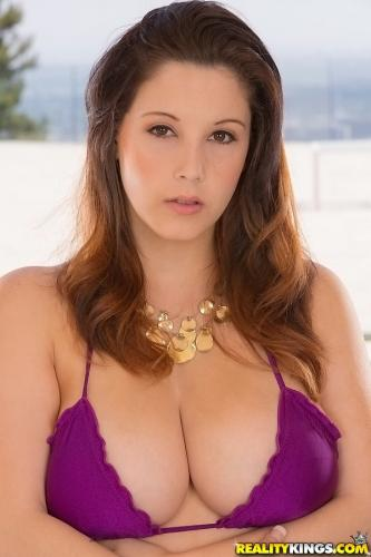 Noelle Easton - A Lot Up Top (25-09-2013)